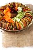 Toile de jute découpée en tranches par carotte de betteraves de concombre de salade Images stock