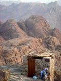 Toilet bovenop een berg Royalty-vrije Stock Foto's