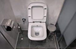 Toilet in de badkamers royalty-vrije stock afbeelding