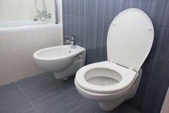 Toilet in de badkamers royalty-vrije stock foto's