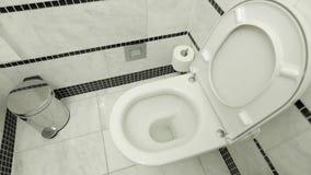 Toilet die omhoog sluiten stock footage
