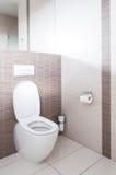 Toilet in een badkamers royalty-vrije stock foto's