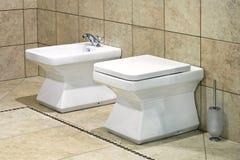 Toilet en bidet stock afbeeldingen