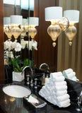 Toilet in hotel of restaurant stock afbeeldingen