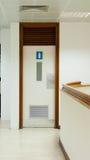 Toilet van de luchthaven het wachtende zitkamer in Ras al-Khaimah, de V.A.E Royalty-vrije Stock Foto's