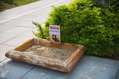 Toilet voor honden in het park Stock Fotografie