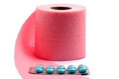 Toiletpapier en pillen royalty-vrije stock afbeelding