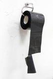 Toiletpapier van nylon wordt gemaakt zoals absurd, humeur, grap, paradox die stock afbeelding
