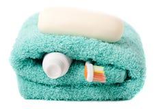 Toiletries (tandenborstel, zeep, handdoek) royalty-vrije stock foto's