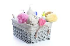 Toiletries van het bad mand met douchegel royalty-vrije stock afbeelding