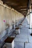 Toilettafel bij moskee Stock Foto