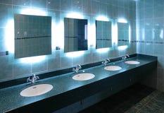 Toilettafels in openbaar toilet royalty-vrije stock afbeeldingen