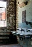 Toilette abbandonata - vecchia distilleria abbandonata del corvo - il Kentucky fotografie stock