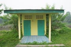 Toilette all'aperto in Tailandia, toilette pubblica immagine stock libera da diritti