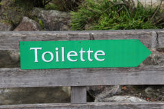Toilette. / The arrow indicates the location of the toilet stock illustration