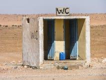 Toilette dans le désert Image stock