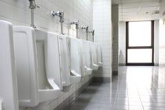 Toilette der Urinals öffentlich Stockfotos