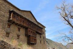 Toilette di legno tradizionali in una costruzione di residenza tibetana piega, nel villaggio ufficiale del capo di Zhuokeji, Sich Immagine Stock Libera da Diritti