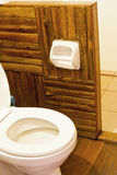 Toilette in einer Floßrücksortierung. Stockbilder
