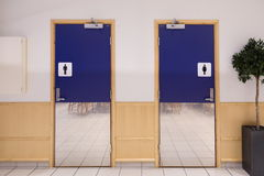 Toilette-Eingang lizenzfreies stockfoto