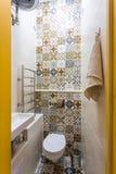 Toilette et détail d'une cabine faisante le coin de douche avec la salle de bains de ½ de ¿ d'ï de ½ de ¿ d'ï d'attachement de do photographie stock