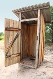 Toilette extérieure en bois de Tradtional Photographie stock libre de droits