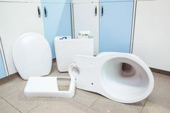 Toilette hat, schon installiert zu sein Stockfotos
