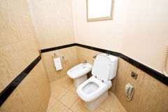 Toilette im Badezimmer Stockbild