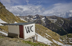 Toilette på berget royaltyfria foton