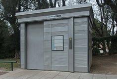 Toilette publique automatique image libre de droits