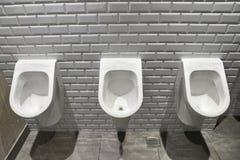 Toilette publique d'urinoirs Images libres de droits