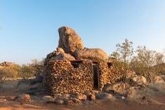 Toiletten en douches bij het Hoada-Kamp bij zonsopgang Royalty-vrije Stock Foto's
