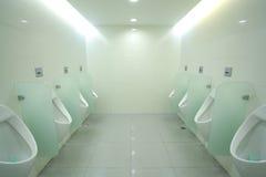 Toiletten im Büro Stockbilder