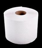 Toilettenpapier auf Schwarzem. Stockbilder