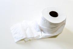 Toilettenpapier von der Toilette Stockfoto