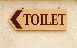 Toilettenzeichen auf der Wand Stockfotos
