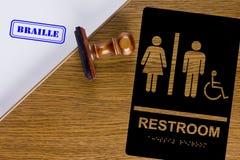 Toilettenzeichen Blindenschrift Stockbilder