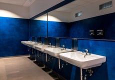 Toilettes bleues Photographie stock