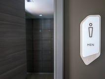 Toilettes d'homme et signe de toilette Images libres de droits