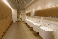 Toilettes dans l'aéroport de Schiphol Amsterdam, Hollandes Image stock