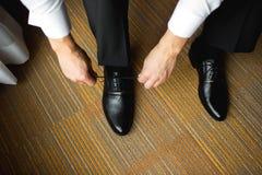 Toilettez l'habillage avec les chaussures classiques et élégantes Photographie stock libre de droits