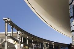 Toit abstrait de construction dans la bande de Las Vegas avec le monorail image libre de droits