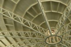 Toit blanc en métal structurel Photo libre de droits