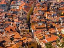 Toit carrelé rouge de Nice, Frances Photos libres de droits