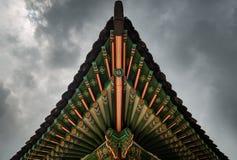 Toit d'un temple images stock
