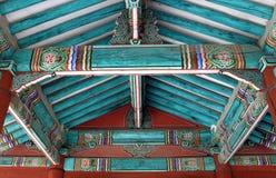 Toit d'une construction traditionnelle à Séoul, Corée Images libres de droits