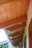 Toit de Chambre avec le nid de guêpe Image libre de droits