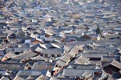 Toit de la vieille ville de Lijiang Photos libres de droits