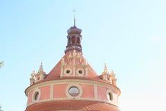 Toit de rondeau de château de château dans Jindrichuv Hradec images libres de droits