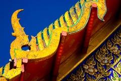 Toit de temple bouddhiste de Wat Pho à Bangkok, Thaïlande Images stock